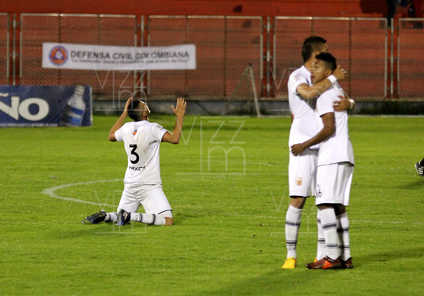 PASTO - COLOMBIA -22-10-2016: Los jugadores de Envigado F.C., celebran la victoria sobre Deportivo Pasto, durante partido Deportivo Pasto y Envigado F.C., por la fecha 15 de la Liga Aguila II 2017, jugado en el estadio Departamental Libertad de la ciudad de Pasto.  / The players of Envigado F.C., celebrate the victory over Deportivo Pasto during a match Deportivo Pasto and Envigado F.C., for the date 15th of the Liga Aguila II 2017 at the Departamental Libertad stadium in Pasto city. Photo: VizzorImage. / Leonardo Castro / Cont.