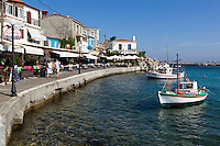 Greece, Aegean Islands, Southern Sporades, Island Samos: resort Kokkari, Cafes by harbour | Griechenland, Aegaeis, Suedliche Sporaden, Insel Samos: Urlaubsort Kokkari, Restaurants und Cafes am kleinem Hafen