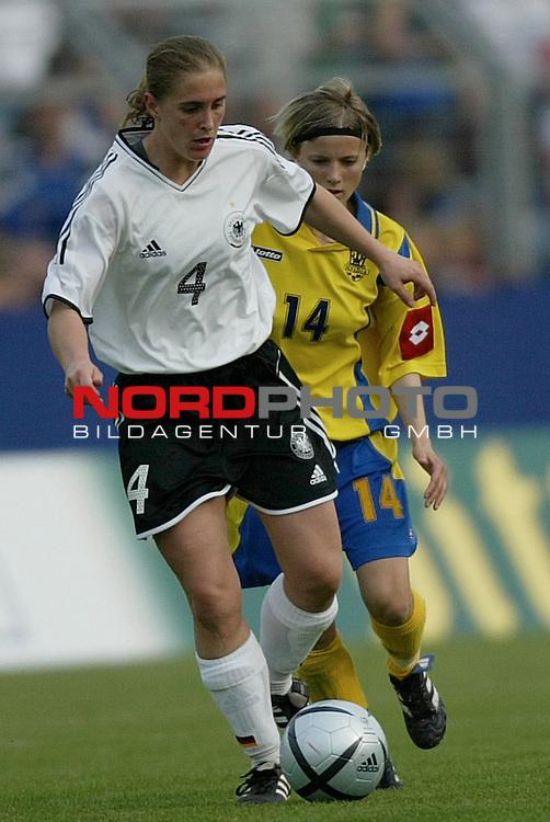 EM Qualifikation 2005 - Frauen Nationalmannschaft<br /> <br /> Deutschland vs. Ukraine 6:0<br /> <br /> Britta Carlson (Hamburger SV) von der Deutschen Frauen Nationalmannschaft.<br /> <br /> Foto &copy; nordphoto - Ruediger Lampe<br /> <br /> <br /> <br /> <br /> <br /> <br /> <br />  *** Local Caption *** Foto ist honorarpflichtig! zzgl. gesetzl. MwSt.<br /> <br />  Belegexemplar erforderlich<br /> <br /> Adresse: nordphoto<br /> <br /> Georg-Reinke-Strasse 1<br /> <br /> 49377 Vechta