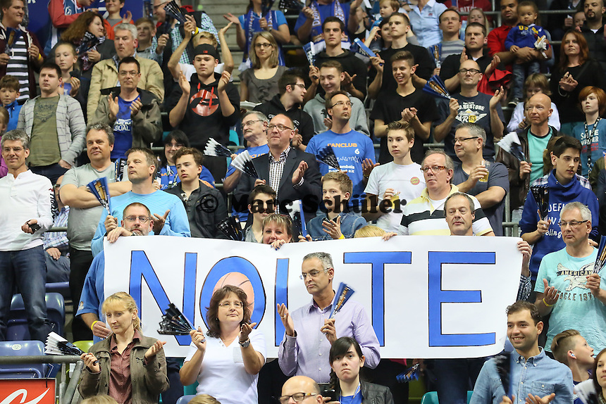 Fans verabschieden Marius Nolte (Skyliners), der ins Management wechselt - Fraport Skyliners vs. Eisbären Bremerhaven, Fraport Arena Frankfurt