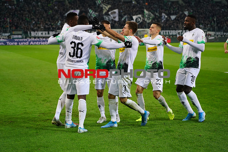 01.12.2019, Borussia Park , Moenchengladbach, GER, 1. FBL,  Borussia Moenchengladbach vs. SC Freiburg,<br />  <br /> DFL regulations prohibit any use of photographs as image sequences and/or quasi-video<br /> <br /> im Bild / picture shows: <br /> Torjubel / Jubel / Jubellauf,    3:1 Denis Zakaria (Gladbach #8), Breel Embolo (Gladbach #36),  Stefan Lainer (Gladbach #18), Patrick Herrmann (Gladbach #7),   Laszlo Benes (Gladbach #22), Marcus Thuram (Gladbach #10),  <br /> <br /> Foto © nordphoto / Meuter