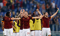 Calcio, Serie A: Roma vs Lazio. Roma, stadio Olimpico, 8 novembre 2015.<br /> Roma's Alessandro Florenzi, center, and his teammates celebrate at the end of the Italian Serie A football match between Roma and Lazio at Rome's Olympic stadium, 8 November 2015. Roma won 2-0.<br /> UPDATE IMAGES PRESS/Riccardo De Luca
