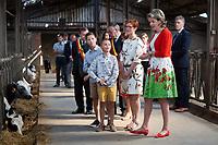 La reine Mathilde de Belgique visite la &quot; Ferme de Coux '&quot;, &agrave; Maillen en Belgique.<br /> Belgique, Maillen, 13 juin 2017.<br /> Queen Mathilde of Belgium pictured during a visit to the 'Ferme de Coux', specialized in cattle breeding, in Maillen, Namur province.<br /> Belgium, Maillen,13 June 2017.