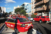 PORTO ALEGRE, RS,08.06.2016 - INCENDIO-RS - Dois apartamentos localizados no terceiro andar de um prédio na Avenida Protásio Alves, bairro Rio Branco, em Porto Alegre, foram atingidos por um incêndio na tarde desta quarta-feira. Três viaturas do Corpo de Bombeiros foram acionadas para combateras chamas, não houve feridos e ainda não se sabe o que provocou o fogo, já controlado.(Foto: Naian Meneghetti /Brazil Photo Press
