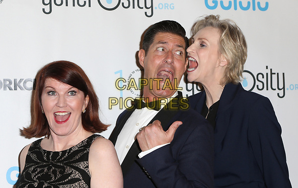BEVERLY HILLS, CA - March 21: Kate Flannery, Tim Davis, Jane Lynch, At Generosity.org Fundraiser For World Water Day At Montage Hotel In California on March 21, 2017. <br /> CAP/MPI/FS<br /> &copy;FS/MPI/Capital Pictures