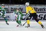 Stockholm 2013-12-30 Bandy Elitserien Hammarby IF - Broberg S&ouml;derhamn IF :  <br /> Hammarbys Adam Gilljam passar fram Hammarbys Patrik Nilsson innan 7-3 m&aring;let<br /> (Foto: Kenta J&ouml;nsson) Nyckelord: