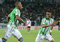 MEDELLÍN -COLOMBIA-03-12-2014. Orlando Berrio (C) jugador de Atlético Nacional de Colombia celebra un gola anotado a River Plate de Argentina durante juego de ida de la final en la Copa Total Sudamericana 2014 realizado en el estadio Atanasio Girardot de Medellín./ Orlando Berrio (C) player of Atletico Nacional of Colombia celebrates a goal scored to River Plate of Argentina during the first leg match for the final of the Copa Total Sudamericana 2014 played at Atanasio Girardot stadium in Medellin. Photo: VizzorImage/Luis Ríos/STR