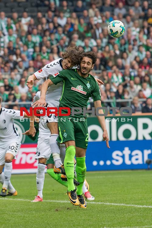 23.09.2017, Weserstadion, Bremen, GER, 1.FBL, SV Werder Bremen vs SC Freiburg<br /> <br /> im Bild<br /> &Ccedil;ağlar S&ouml;y&uuml;nc&uuml; / Caglar Soeyuencue (SC Freiburg #4) im Duell / im Zweikampf mit Ishak Belfodil (Werder Bremen #29), <br /> <br /> Foto &copy; nordphoto / Ewert