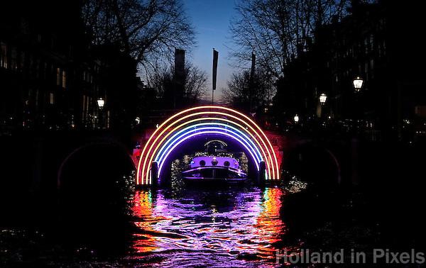 Nederland Amsterdam 2016. Amsterdam Light Festival. Bridge of the Rainbow. Herengracht.  Foto Berlinda van Dam / Hollandse Hoogte