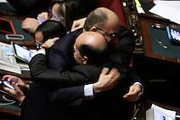 Pier Luigi Bersani a sorpresa fa il suo ingresso in Aula tra gli applausi dei deputati. L'abbraccio con Enrico Letta<br /> Roma 25-02-2014 Camera. Voto di fiducia al nuovo Governo.<br /> Senate. Trust vote for the new Government.<br /> Photo Samantha Zucchi Insidefoto