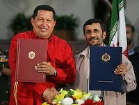 El Presidente de Iran, Mahmoud Ahmadinejad, y su par de Venezuela, Hugo Chavez, durante una ceremonia en la petroquiimica de Borzuyrh en Assaluyeh i, en el el Golfo Persico. Chavez inauguro el complejo petroquimico.*Iranian President Mahmoud Ahmadinejad, white shirt, and Venezuelan President Hugo    Chavez, red shirt, attend a ceremony at the Borzuyrh petrochemical complex in Assaluyeh in the Persian Gulf, Iran, on Monday July 2, 2007. Iranian President Ahmadinejad and his Venezuelan counterpart, Hugo    Chavez, inaugurated the construction of a petrochemical plant in southern Iran