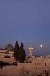 Israel, Jerusalem, moonrise over Al Aqsa Mosque