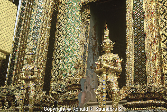 GOLDEN KINNARI GUARDS TEMPLE AT GRAND PALACE BANGKOK