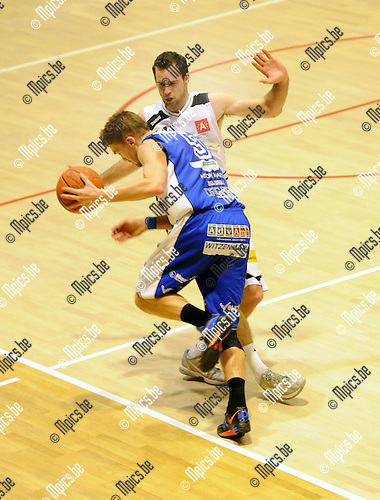 2012-01-21 / Basketbal / seizoen 2011-2012 / Sint-Jan - Kangoeroes-Boom / Vincent Verbeeck (Sint-Jan) probeert een aanval af te breken ..Foto: Mpics.be