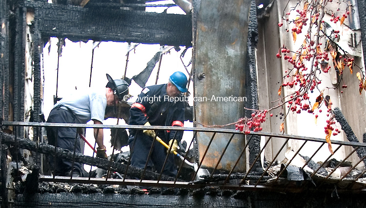 WATERBURY, CT. 27 October 2010-102710SV08--Fire investigators look into an early morning fire at The Valley View Condos on 401 Waterville St. in Waterbury Wednesday.<br /> Steven Valenti Republican-American