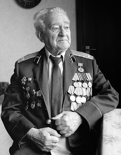 Rafail Skorogorodskij aus Kiew, Ukraine kämpfte in der Ukraine an der Front..Oberleutnant, Kommandeur eines Aufklärungzuges, 57. Schützendivision, später 16. Artilleriedivision, lebt jetzt in Deutschland   / lives now germany