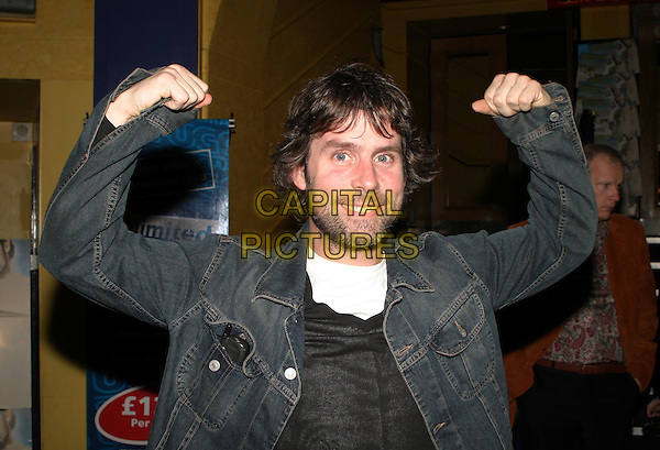 DAVID CAFFREY.Grand Theft Parsons UK premiere.16 March 2004.he-man pose, funny.www.capitalpictures.com.sales@capitalpictures.com.© Capital Pictures.