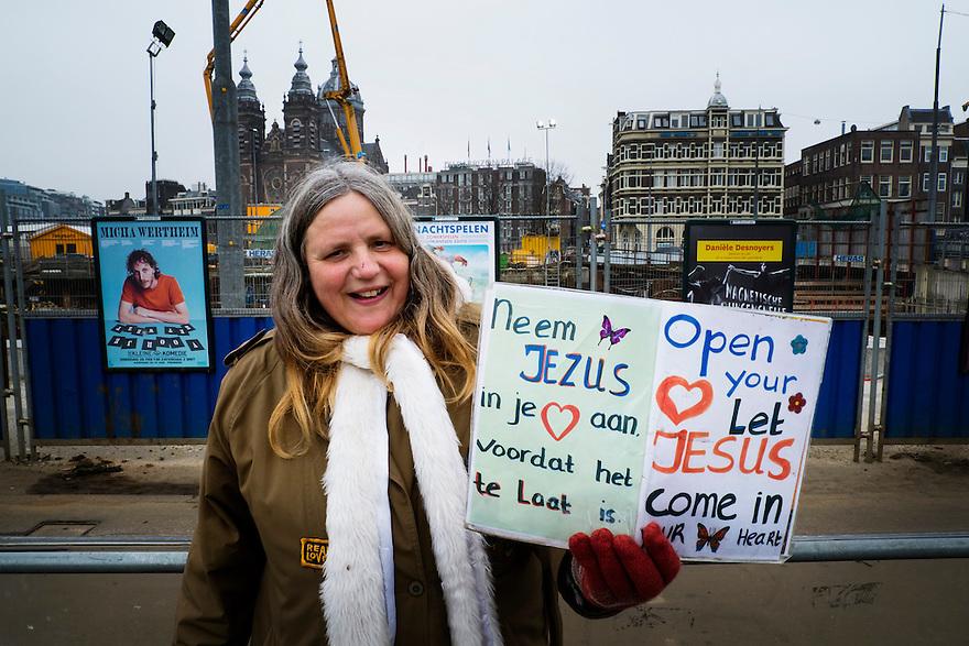 Nederland, Amsterdam, 28 febr 2013.Evangelist bij Amsterdam Centraal probeert zieltjes te werven voor een jezus-beweging. .Foto(c): Michiel Wijnbergh