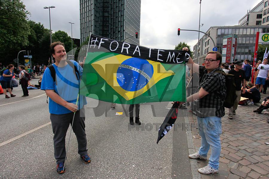 HAMBURGO,ALEMANHA, 08.07.2017 - PROTESTO-G20 - Manifestantes realizam ato contra a reunião do G20 ( reunião dos vinte países mais poderosos economicamente no mundo) e tomam as ruas da cidade Hamburgo no norte da Alemanha neste sábado, 08. (Foto: Douglas Pingituro/Brazil Photo Press)