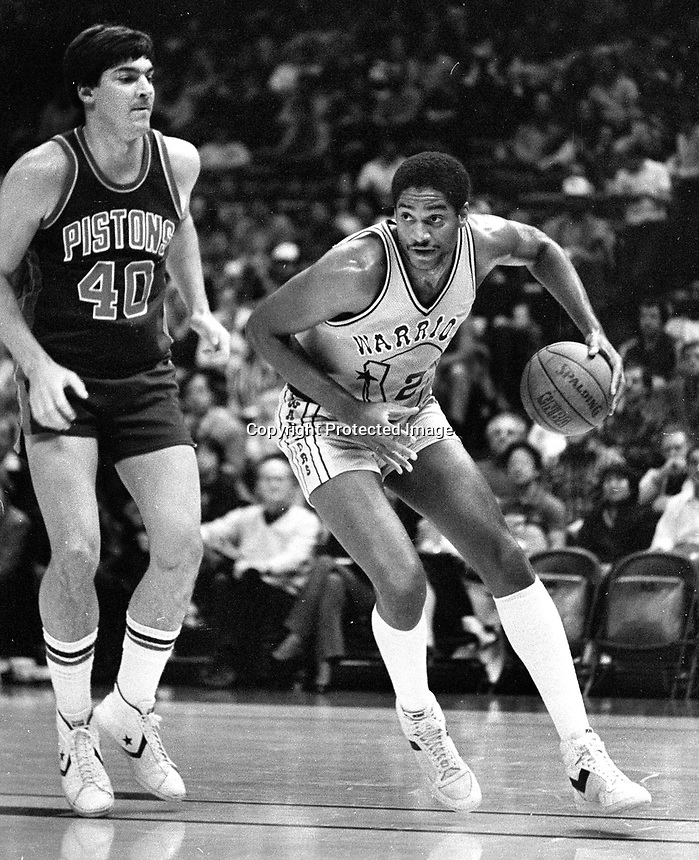 Warriors Joe Barry Carroll and Detroit Piston Bill Laimbeer..(1983 photo/Ron Riesterer)