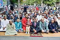 I mussulmani pregano in per  Eid al Adh