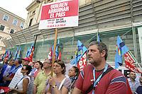 Roma, 19 Luglio 2012.Lavoratori e lavoratrici del pubblico impiego manifestano davanti il Ministero della funzione pubblica contro la spending review..Organizzano i sindacati Cgil e UIL