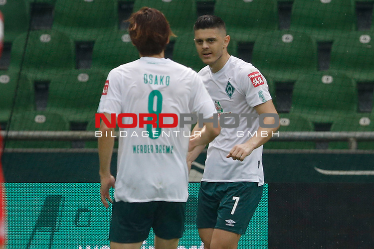 27.06.2020, wohninvest , nphgm001, WESERSTADION, Bremen, Ligaspiel, 1. Bundesliga, SV Werder Bremen vs 1. FC Koeln, im Bild r. Milot Rashica (7, Bremen) jubelt nach seinem Tor zum 2:0 mit l. Yuya Osako (8, Bremen)<br /> Foto: Joachim Sielski/Sielski-Press/Pool/gumzmedia/nordphoto<br />