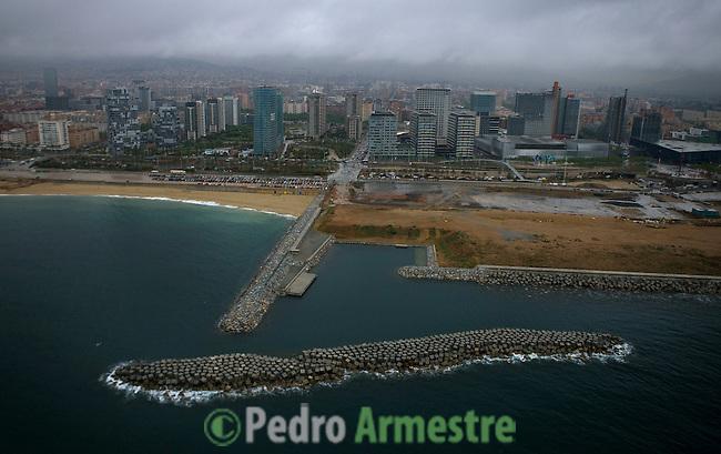 ZOO EN DOMINIO PUBLICO-DIQUES-BARCELONA-CATALUÑA. 2008-04-17. (C) Pedro ARMESTRE