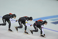 SCHAATSEN: CALGARY: Olympic Oval, 10-11-2013, Essent ISU World Cup, Team Pursuit, Kali Christ, Ivanie Blondin, Brittany Schussler (CAN), ©foto Martin de Jong