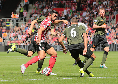 15.08.2015. Southampton, England. Barclays Premier League. Southampton versus Everton. Graziano Pelle of Southampton takes on Phil Jagielka of Everton