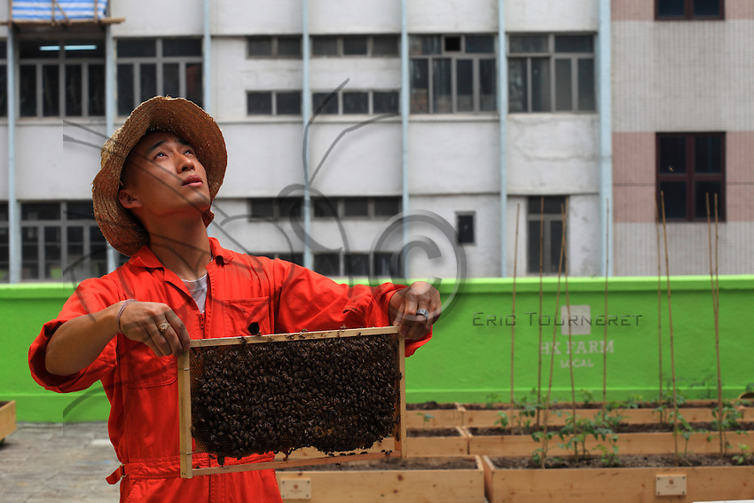 Michael Loung  is the founder and creative director of HK Honey. He also runs a multi-disciplinary design studio in Hong Kong called Studio Leung. HK honey is an organization of Hong Kong beekeepers, artist & designers taht aim to communicate the value of bees & benefits of locally ptroduced honey.