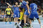 Wir von den Gummersbachern Alexander Becker (Nr.45); Drago Vukovic (Nr.6) und Pouya Norouzinezhad Gharehlou (Nr.77) in die Zange genommen beim Spiel in der Handball Bundesliga, Rhein Neckar Loewen - VfL Gummersbach.<br /> <br /> Foto &copy; PIX-Sportfotos *** Foto ist honorarpflichtig! *** Auf Anfrage in hoeherer Qualitaet/Aufloesung. Belegexemplar erbeten. Veroeffentlichung ausschliesslich fuer journalistisch-publizistische Zwecke. For editorial use only.
