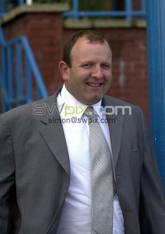 Pix: Simon Wilkinson/SWpix.com Football. Leeds United relegation story. 04/05/2004..COPYRIGHT PICTURE>>SIMON WILKINSON>>01943 608782>>..Leeds United managing director David Richmond