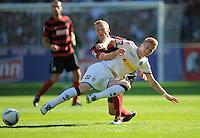 FUSSBALL   1. BUNDESLIGA  SAISON 2011/2012   8. Spieltag   01.10.2011 SC Freiburg - Borussia Moenchengladbach         Marco Reus (vorn, Borussia Moenchengladbach) gegen Felix Bastians (SC Freiburg)