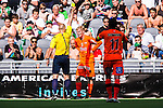 Stockholm 2014-05-24 Fotboll Superettan Hammarby IF - Varbergs BoIS FC  :  <br /> Varbergs Erik Lund f&aring;r ett gult kort och varning av domare Robert Daradic under den f&ouml;rsta halvleken<br /> (Foto: Kenta J&ouml;nsson) Nyckelord:  Superettan Tele2 Arena HIF Bajen Varberg BoIS varning gult kort