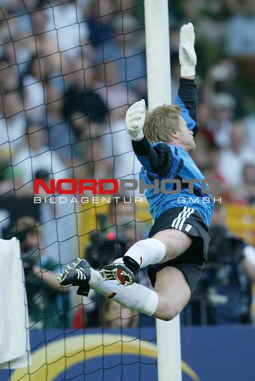 Europameisterschaft 2004 Portugal<br /> <br /> Deutschland vs Tschechien<br /> <br /> Ausgleich fuer Tschechien, Oliver Kahn fliegt vergebens<br /> <br /> Foto &copy; nordphoto<br /> <br /> <br /> <br /> Gemaess Auflage der UEFA duerfen saemtliche Bilder von der EURO 2004 nicht fuer MMS Dienste oder sonstige Dienste via Mobiltelefon oder mit PDAs genutzt werden.<br /> <br /> <br /> <br /> <br /> <br />  *** Local Caption *** Foto ist honorarpflichtig! zzgl. gesetzl. MwSt.<br /> <br />  Belegexemplar erforderlich<br /> <br /> Adresse: nordphoto<br /> <br /> Georg-Reinke-Strasse 1<br /> <br /> 49377 Vechta<br /> <br /> Telefon: 04441-89400 / Fax: 04441-894022
