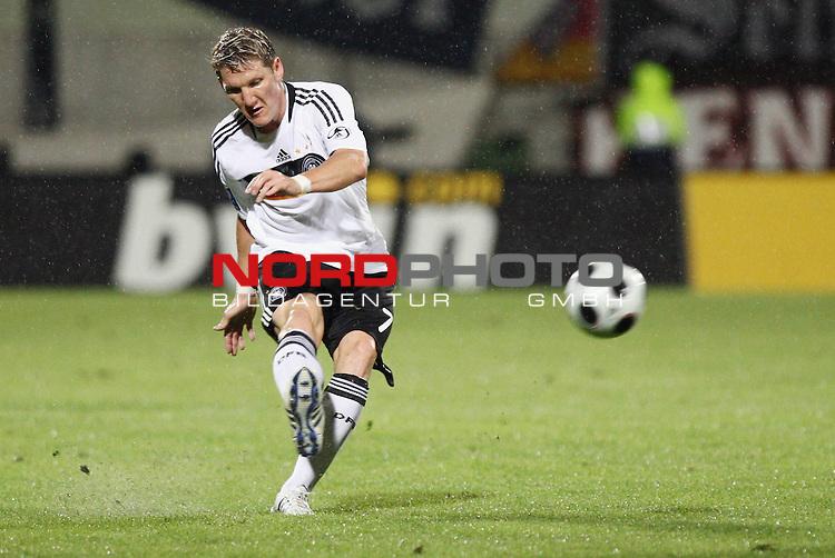WM-Qualifikation 2010<br /> Lichtenstein : Deutschland<br /> <br /> Bastian Schweinsteiger (Deutschland #7)<br /> <br /> Foto &copy; nph (  nordphoto  )