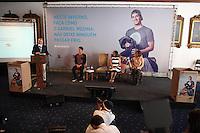 SÃO PAULO, SP - 22.05.2015 - CAMPANHA-AGASALHO - O governador Geraldo Alckmin e a presidente do Fundo Social de Solidariedade do Estado de São Paulo (FUSSESP), Lu Alckmin, e o surfista Gabriel Medina, lançam a Campanha do Agasalho 2015, realizada no Palácio dos Bandeirantes, zona sul de São Paulo, nesta sexta-feira, 22. (Foto: Douglas Pingituro/Brazil Photo Press/Folhapress)