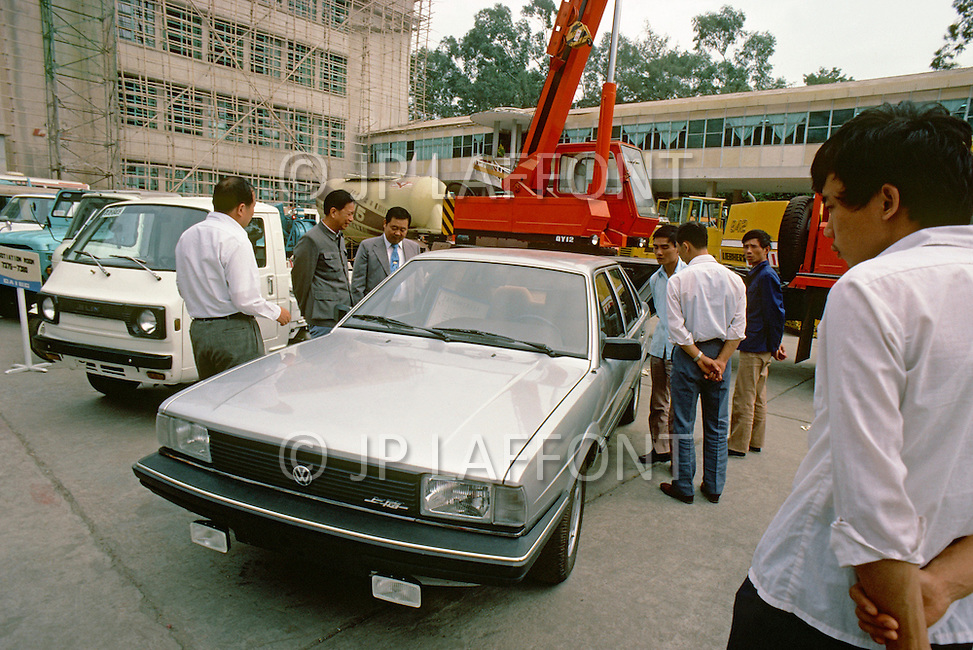 "October 1984. At the International Fair of  Guangzhou, presentation of the brand new ""Santana"" Volkswagen model, made for Chinesse."
