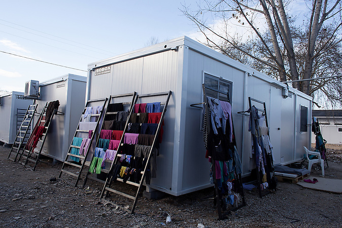 Dezember 2016: Nach 10 Monaten im Zelt ersetzen Container die Planenstadt im Flüchlingslager Lagadikia.