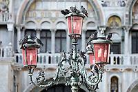 Piccioni appollaiati su un lampione di fronte alla Basilica di San Marco a Venezia.<br /> Pigeons roosting in front of the Patriarchal Cathedral Basilica of St. Mark in Venice.<br /> UPDATE IMAGES PRESS/Riccardo De Luca