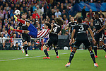 Atletico de Madrid´s Diego Costa attempts a scissor kick during Champions League semifinal first leg soccer match between Atletico de Madrid and Chelsea, at the Vicente Calderon stadium, in Madrid, Spain, April 22, 2014. (ALTERPHOTOS/Victor Blanco)