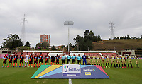 RIONEGRO-COLOMBIA, 01-03-2020: Jugadores de Rionegro Aguilas Doradas y Envigado F.C. antes de partido de la fecha 7 entre Rionegro Aguilas Doradas y Envigado F.C., por la Liga BetPlay DIMAYOR I 2020, jugado en el estadio Alberto Giraldo de la ciudad de Rionegro. / Players of Rionegro Aguilas Doradas, and Envigado F.C. prior a match of the 7th date between Rionegro Aguilas Doradas and Envigado F.C., for the Liga BetPlay DIMAYOR I 2020, played at Alberto Giraldo stadium in Rionegro city. / Photo: VizzorImage / Juan Cardona / Cont.