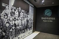 foto di scolari e ora ell'esplosione 6 agosto  picture of some students and timing of the bombing August 6, 1945