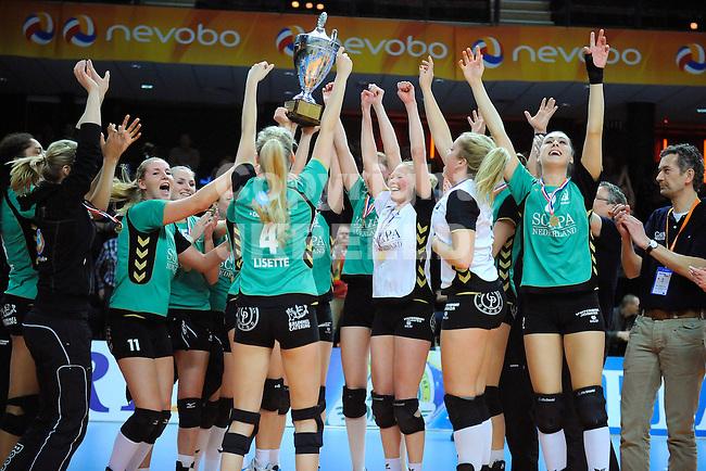 ZWOLLE - Volleybal ,finale final four beker dames, Eurosped - Alterno , seizoen 2012-2013, 17-02-2013,  Vreugde bij Alterno na ontvangst van de beker