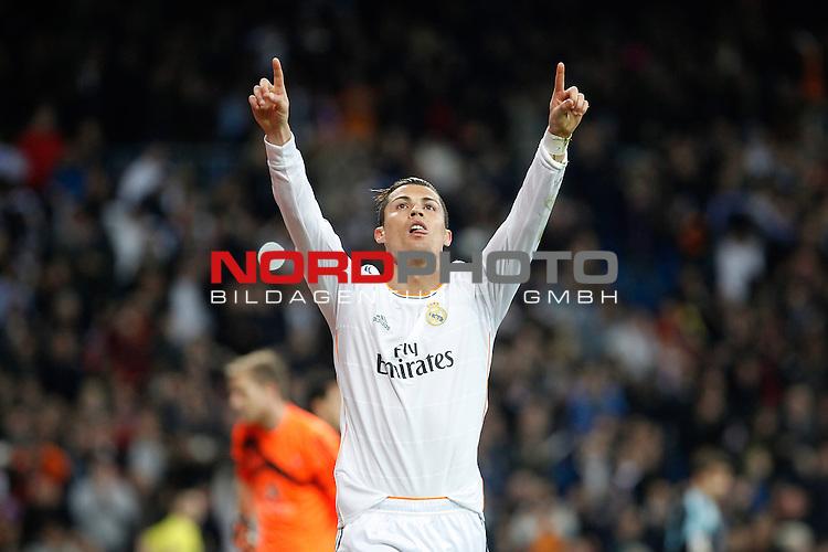 Real Madrid¬¥s Cristiano Ronaldo celebrates a goal during La Liga match in Santiago Bernabeu stadium in Madrid, Spain. January 06, 2014. Foto © nph / Victor Blanco)