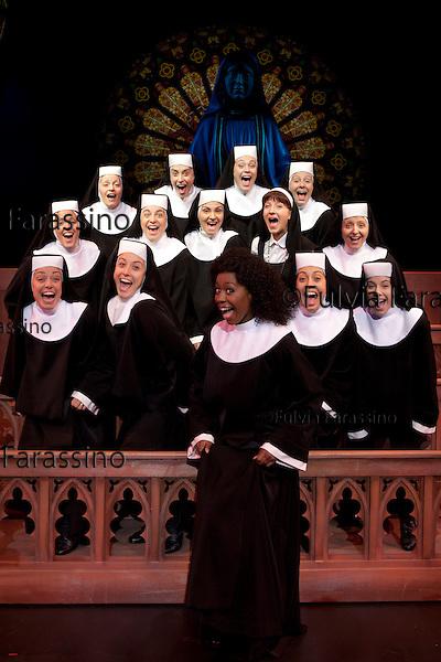 Milano, 12/10/2011, teatro nazionale, parte del cast Sister Act fotografato per ViviMilano