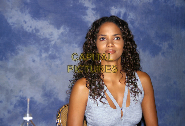 HALLE BERRY.March 2005.headshot portrait.www.capitalpictures.com.sales@capitalpictures.com.© Capital Pictures.