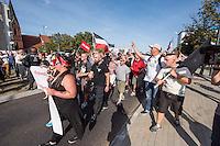 """Nazidemonstration in Frankfurt an der Oder.<br /> Ca. 120 Nazis aus Berlin und Brandenburg zogen am Samstag den 3. September 2016 mit einer Demonstration durch Frankfurt an der Oder. Angekuendigt war der Aufmarsch als grenzuebergreifende Demonstration von deutschen und polnischen Nazis gegen Islam und Fluechtlinge, es nahmen jedoch nur zwei Personen aus Polen teil.<br /> In Redebeitraegen und Parolen wurde gegen die """"Kriminalitaet aus Osteuropa"""" gehetzt und behauptet es faende eine """"gewollte Uberfremdung der deutschen Heimat durch Fluechtlinge"""" statt.<br /> Angefuehrt wurde die Demonstration von der Oderbruecke zum Bahnhof von der rechtsextremen Kleinstpartei """"Der 3. Weg"""". Des Weiteren nahmen Mitglieder von """"unabhaengigen Buergerinitiativen"""" gegen Fluechtlinge, der NPD, sog. Freien Kameradschaften und Mitgliedern der rechtsextremen Gruppe """"Die Identitaeren"""" teil.<br /> Einige Personen einer Gegendemonstration versuchten mit Sitzblockaden die rechtsextreme Demonstration zu verhindern, die Polizei fuehrte die Nazis jedoch an den Blockierern vorbei. Vereinzelt wurden Personen, die versuchten die Demonstrationsroute zu blockieren, von der Polizei mit Tritten und Schlagstockeinsatz von der Strasse vertrieben.<br /> Im Bild: Die Nazidemonstration wird an Gegendemonstranten vorbeigefuehrt.<br /> 3.9.2016, Frankfurt an der Oder<br /> Copyright: Christian-Ditsch.de<br /> [Inhaltsveraendernde Manipulation des Fotos nur nach ausdruecklicher Genehmigung des Fotografen. Vereinbarungen ueber Abtretung von Persoenlichkeitsrechten/Model Release der abgebildeten Person/Personen liegen nicht vor. NO MODEL RELEASE! Nur fuer Redaktionelle Zwecke. Don't publish without copyright Christian-Ditsch.de, Veroeffentlichung nur mit Fotografennennung, sowie gegen Honorar, MwSt. und Beleg. Konto: I N G - D i B a, IBAN DE58500105175400192269, BIC INGDDEFFXXX, Kontakt: post@christian-ditsch.de<br /> Bei der Bearbeitung der Dateiinformationen darf die Urheberkennzeichnung in den EXIF- und  IPTC-Dat"""