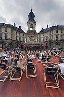 Les Tombees de la Nuit animent le centre-ville de Rennes au mois de juillet.Transat devant la Mairie